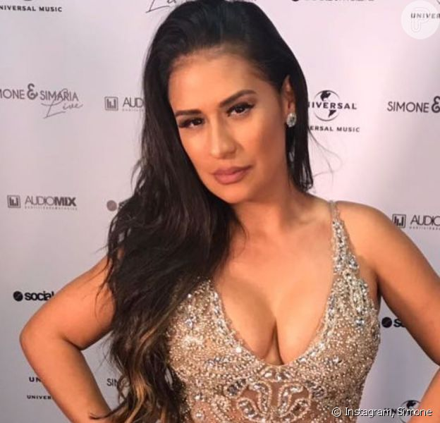 Dupla de Simaria, Simone exibe peito após troca de silicone em vídeo publicado nesta segunda-feira, dia 30 de dezembro de 2019
