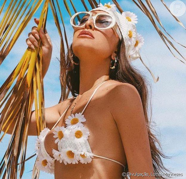 Moda praia das famosas: veja os biquínis usados por Sabrina Sato, Marina Ruy Barbosa, Bruna Marquezine e mais celebs em férias de réveillon!