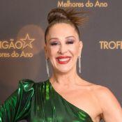 Aos 53, Claudia Raia posa de biquíni e topless em férias e web aprova: 'Musa'