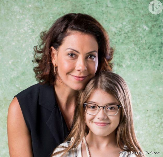 Nos últimos capítulos da novela 'Bom Sucesso', Nana (Fabiula Nascimento) chora ao contar para a filha, Sofia (Valentina Vieira), que perdeu o bebê que esperava: 'A gente vai ter que ser forte nesse momento pra passar por isso, juntas'