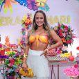 Carol Peixinhoprestigia festa de verão de Hariany Almeida