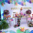 Hariany Almeida contou com a decoração toda tropical e repleta de flores da Georgia Festas