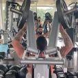 Andressa Suita flagra Gusttavo Lima malhando sem camisa: 'Muso fitness'