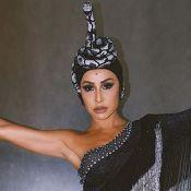 É Carnaval! Sabrina Sato homenageia Cher com fantasia repleta de cristais. Veja!