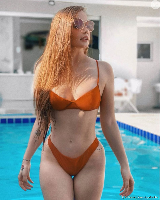 Menina Fantasma' do SBT, Anna Livya Padilha fez ensaio de topless -  Purepeople