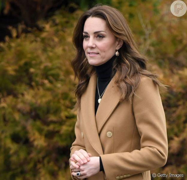 Inspiração fashion real: Kate Middleton usa casaco 'gêmeo' ao de Meghan Markle em compromisso nesta quarta-feira, dia 22 de janeiro de 2020