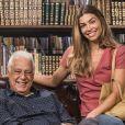 No último capítulo da novela 'Bom Sucesso', Paloma (Grazi Massafera) viu o espírito de Alberto (Antonio Fagundes) e leu para o milionário incentivada por ele