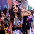 Emanuelle Araújo apostou em conjunto de top e hot pants repleto de glitter para oAcadêmicos do Baixo Augusta, em São Paulo,neste domingo, 16 de fevereiro de 2020