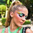 Isabella Santoni estreia no Carnaval de São Paulo com maiô repleto de recortes e de tecido reciclável feito criado pelo estilista Leandro Benites para a marca Malwee