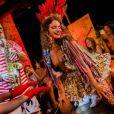 Desfile no evento promovido pela Stella Artois com Isabela Capeto trouxe um clima carnavalesco para a passarela