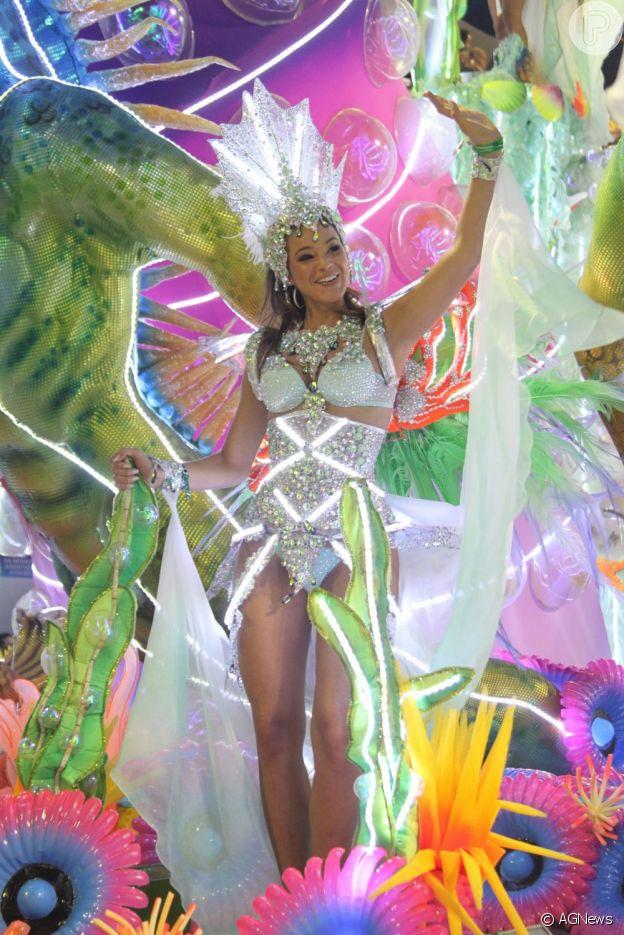 Bruna Marquezine desfilou com destaque pela Grande Rio no Carnaval de 2013