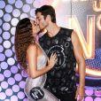 Isis Valverde ganhou beijo do  marido, André Resende, no Carnaval