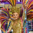 Luisa Sonza mostrou muito samba no pé em um body dourado ao cruzar a Marquês de Sapucaí