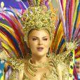 Luisa Sonza usou uma fantasia dourada ao estrear como musa da Grande Rio
