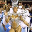 Rainha de bateria da Vila Isabel, Aline Riscado brilhou em desfile de Carnaval