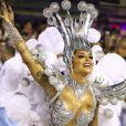 Rainha de bateria da Vila Isabel, Aline Riscado esbanjou boa forma em desfile de Carnaval