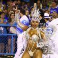 Corpo pós-parto: rainha da Beija-Flor admite insegurança em desfile 5 meses após ser mãe