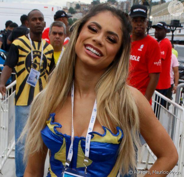 Lexa compareceu à apuraçao com look nas cores da Unidos da Tijuca