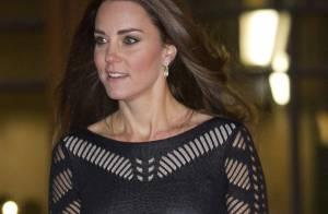Grávida, Kate Middleton escolhe look preto com transparência para evento