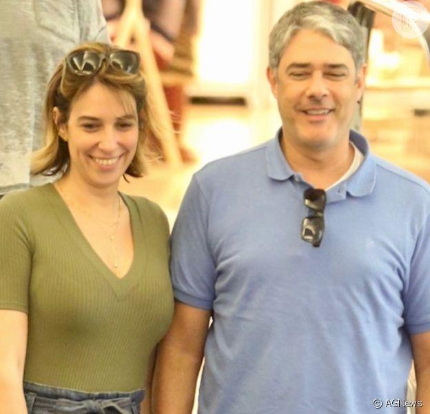 William Bonner e a mulher, Natasha Dantas, adotam casal de pets em ONG
