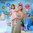 A mulher de Cristiano, Paula Vaccari, ensinou a filha a lavar as mãos