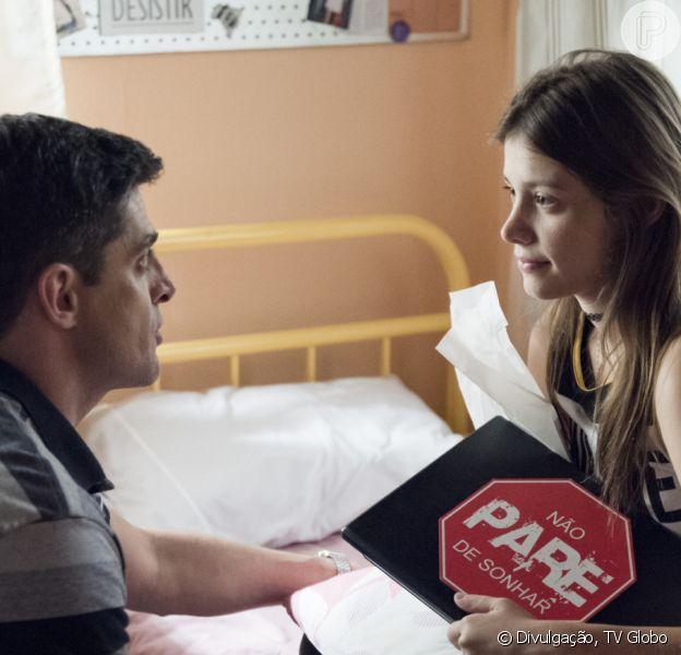 Novela 'Malhação: Toda Forma de Amar': Anjinha (Caroline Dallarosa) suspeita do pai, Marco (Julio Machado) e tem sua guarda pedida por Carla (Mariana Santos)