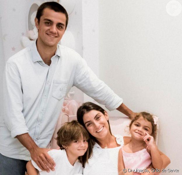 Filho de Felipe Simas teve crise de choro após pai receber diagnóstico de coronavírus. 'Medo', relatou Mariana Uhlmann, mãe da criança