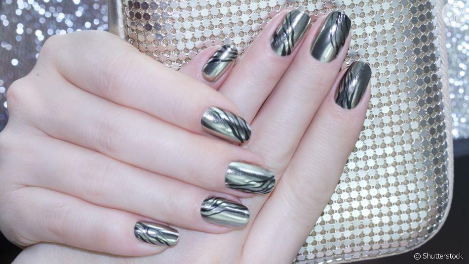 Unha metalizada está na moda