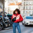 Calça jeans reta com casaco puffer