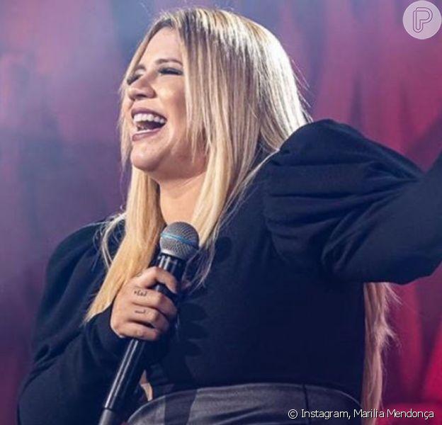 Marilia Mendonça solta a voz no karaokê e agita fãs