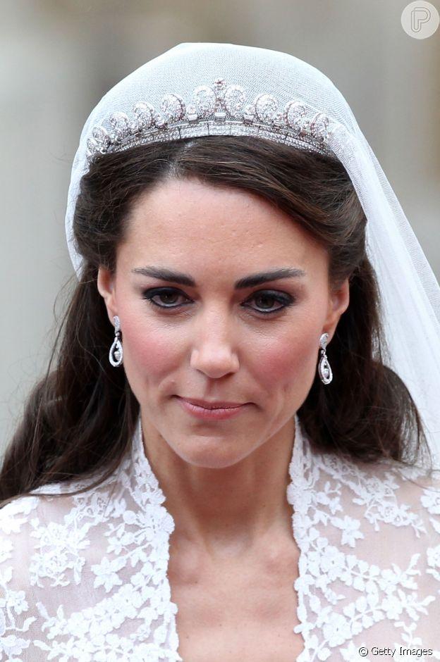 Maquiagem e joias de Kate Middleton no casamento com Príncipe William