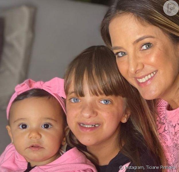 Ticiane Pinheiro combinou look rosa com as filhas no Dia das Mães