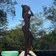 Adriana Sant'Anna mostrou seu corpo em vários ângulos