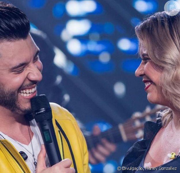 Marília Mendonça contou aos seus seguidores que teria uma noite romântica com o namorado, Murilo Huff