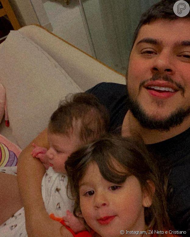 Cristiano posa com os filhos, Pietra e Cristiano Júnior, em foto