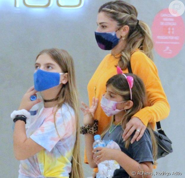Grazi Massafera vai às compras com a filha, Sofia, em shopping. Fotos!