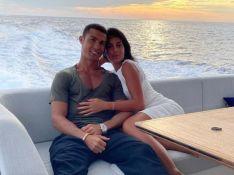Cristiano Ronaldo ouve Marília Mendonça e troca beijos com a mulher em date