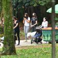 Romana Novais usou look fitness para a caminhada no parque