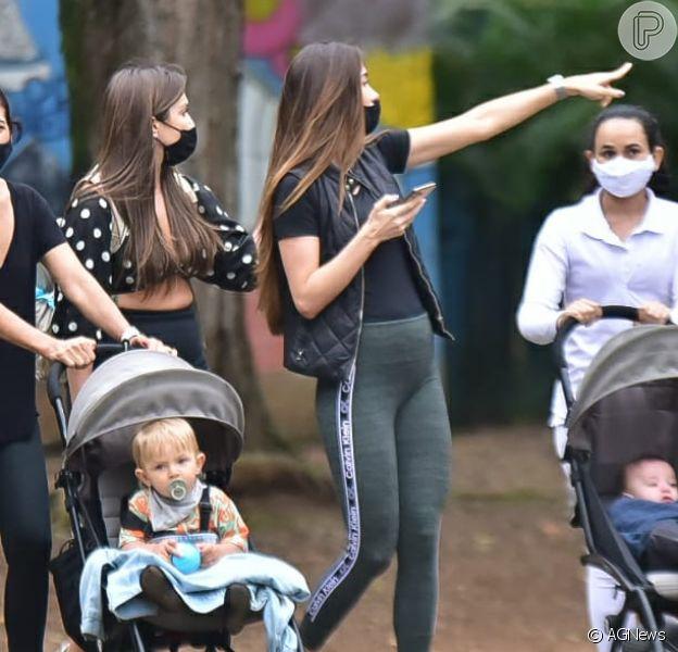 Grávida, Romana Novais caminha com família em parque nesta quarta-feira, dia 19 de agosto de 2020
