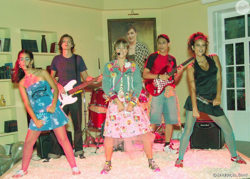 Novela 'Floribella': Maria Flor (Juliana Silveira) integra uma banda ao lado dos amigos Batuca (André Luiz Miranda), Juju (Eline Porto), DiCaprio (Bruno Miguel) e Tatiana (Úrsula Corona)