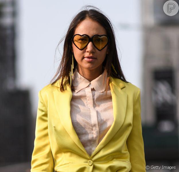 Óculos amarelos são hit no street style. Inspire-se!
