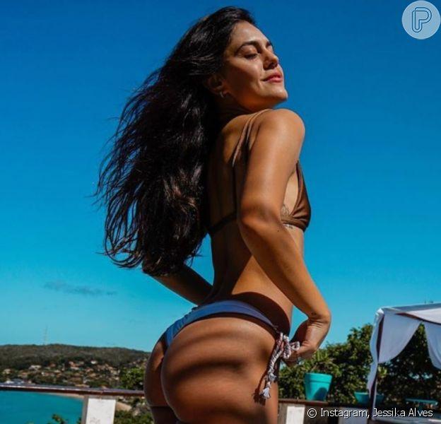 Corpo de Jessika Alves é destaque em foto da atriz de biquíni