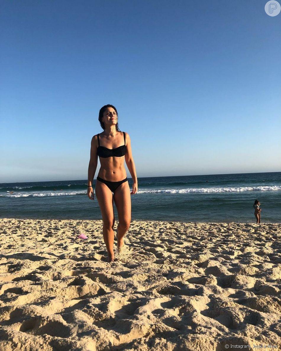 Jessika Alves deixa corpo à mostra em foto de biquíni