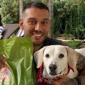 Cachorro adotado por Lucas Lucco na pandemia morre e cantor lamenta: 'Queria mais tempo'