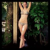 Luciana Gimenez posta foto de biquíni e exibe corpo magérrimo