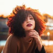 O cabelo está caindo demais? Confira dicas para fortalecer os fios