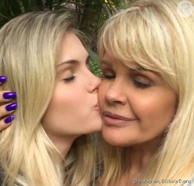 Bárbara Evans falou sobre a relação com a mãe, Monique Evans, na web