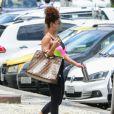 Bolsa grifada de Juliana Paes chamou atenção nas fotos