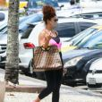 Juliana Paes usa bolsa de R$ 23 mil ao deixar academia no Rio de Janeiro