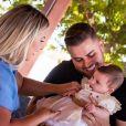 Zé Neto e a mulher, Natália Toscano, fizeram festa temática para a filha, Angelina, de 5 meses